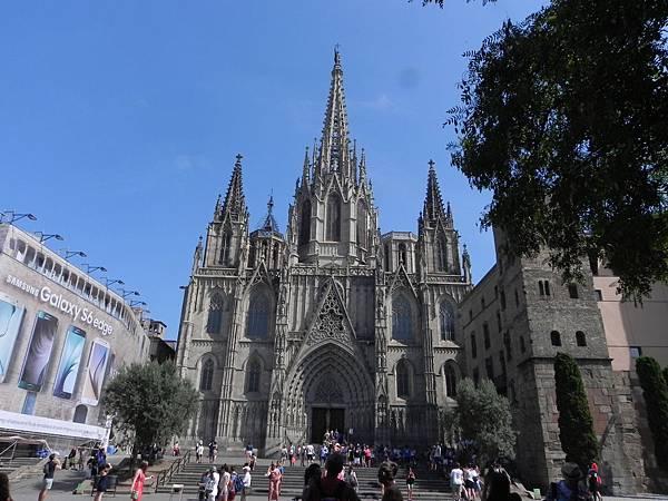 Barcelona Cathedral (5).JPG