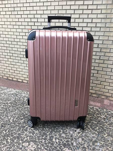 硬殼行李箱 (1).JPG