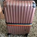 硬殼行李箱 (2).JPG