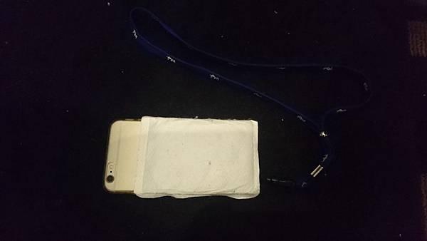 貼暖暖包的手機 (1).JPG