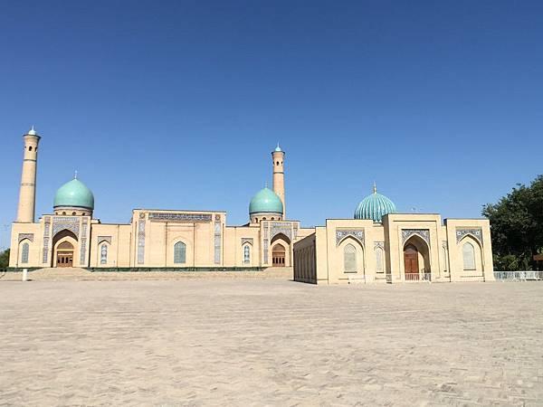 Hazrat Imam Complex.JPG