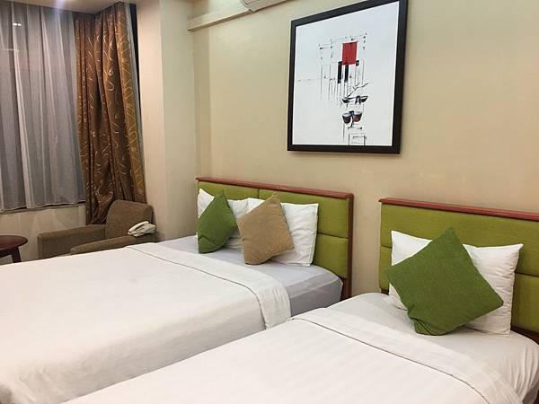 Artisan Lakeview Hotel (1).JPG