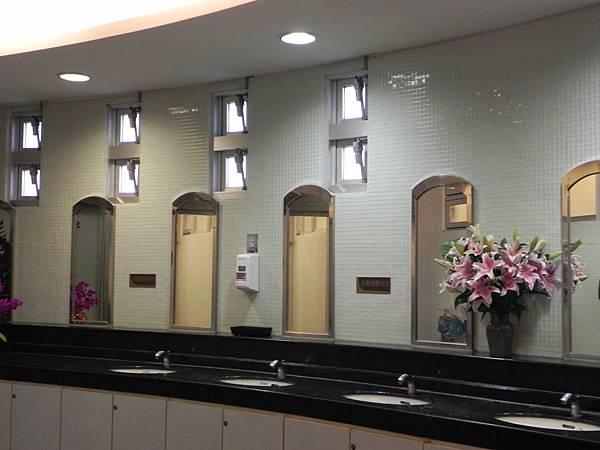 紫南宮的廁所 (2).jpg