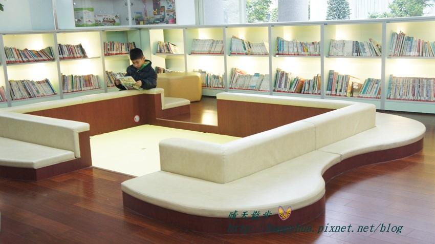 1428514912 181546882 - 豐原區圖書館~美麗溫馨的豐原圖書館,親子共讀好地方,還有漫畫可以借喔!