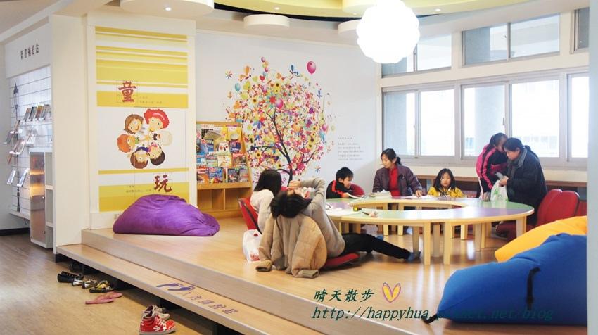 1428514929 4173993970 - 豐原區圖書館~美麗溫馨的豐原圖書館,親子共讀好地方,還有漫畫可以借喔!