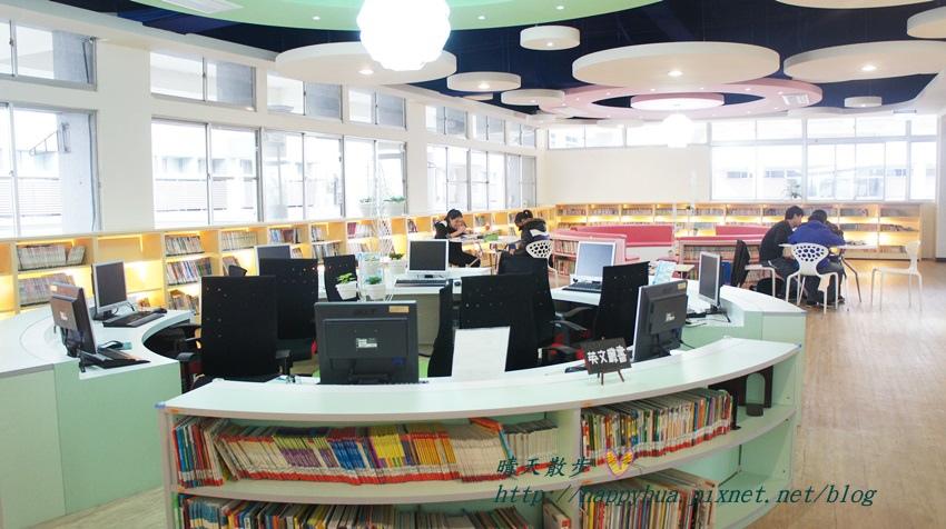 1428514931 140485558 - 豐原區圖書館~美麗溫馨的豐原圖書館,親子共讀好地方,還有漫畫可以借喔!