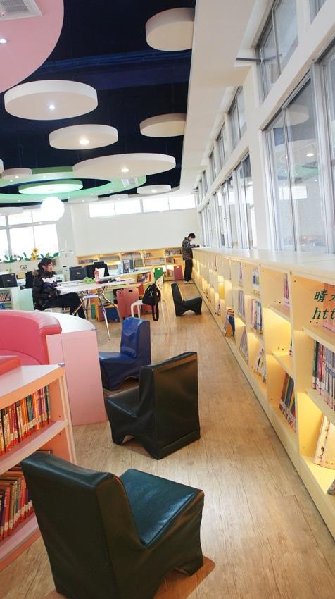1428514936 1133244318 - 豐原區圖書館~美麗溫馨的豐原圖書館,親子共讀好地方,還有漫畫可以借喔!