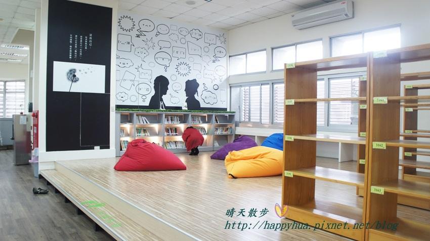1428514950 4270749850 - 豐原區圖書館~美麗溫馨的豐原圖書館,親子共讀好地方,還有漫畫可以借喔!