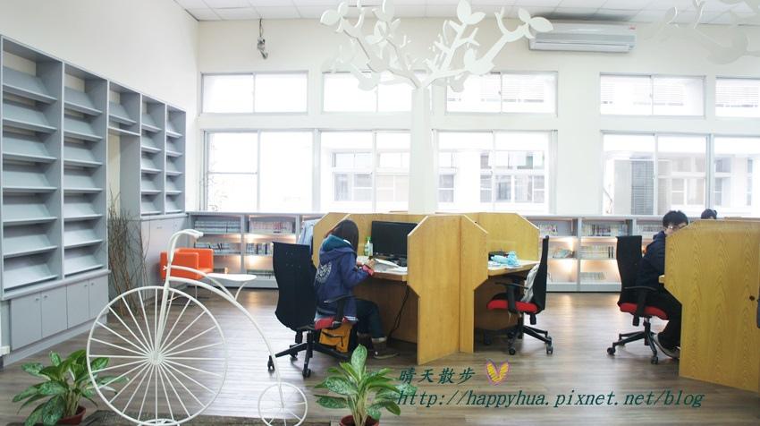 1428514951 1832776336 - 豐原區圖書館~美麗溫馨的豐原圖書館,親子共讀好地方,還有漫畫可以借喔!