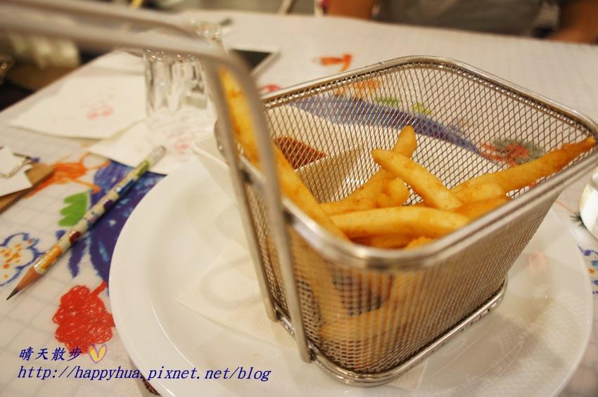 1437065745 3303530457 - [台中美食]à la sha Càfe台中旗艦店~充滿童趣插畫和外星人的親子友善餐廳 每個角落都吸睛 燉飯美味更加分