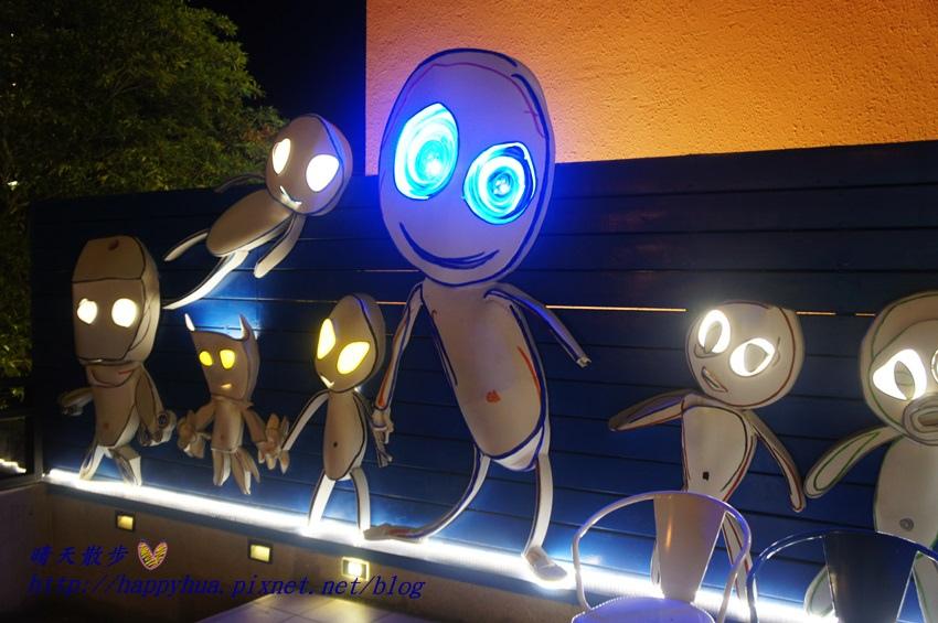 1437065801 131315607 - [台中美食]à la sha Càfe台中旗艦店~充滿童趣插畫和外星人的親子友善餐廳 每個角落都吸睛 燉飯美味更加分