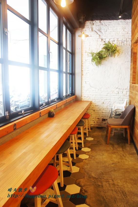 1439526424 460871437 - 這里Cafe & Restaurant~寬敞舒適義式輕食餐廳,也是親子友善餐廳,二樓有寬敞的兒童遊戲區喔
