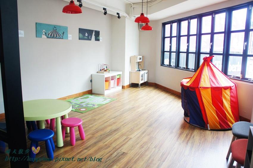 1439526440 1461758180 - 這里Cafe & Restaurant~寬敞舒適義式輕食餐廳,也是親子友善餐廳,二樓有寬敞的兒童遊戲區喔