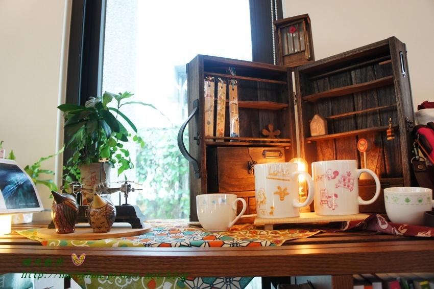 1440949553 879295258 - [台中]烏日區∥羅布森咖啡書蟲房~立志十年不關的獨立書店 附設咖啡廳 書香與咖啡香的溫暖交融 台中偏遠鄉間的鄰家書房