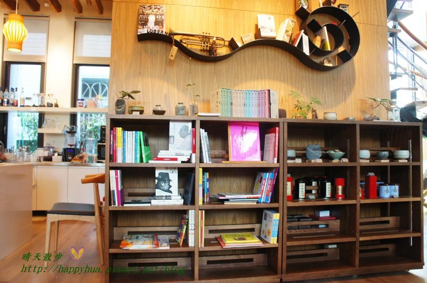 1440949578 1247514517 - [台中]烏日區∥羅布森咖啡書蟲房~立志十年不關的獨立書店 附設咖啡廳 書香與咖啡香的溫暖交融 台中偏遠鄉間的鄰家書房