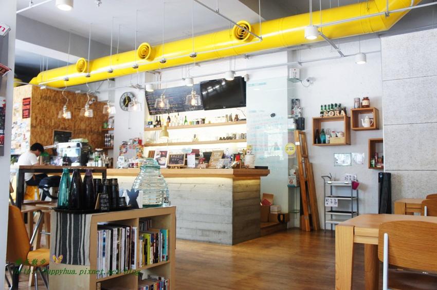 1448327789 3753774434 - [台中早午餐]西區∥Café Sora/Coffee Industry~台中教育大學旁的輕食咖啡館 寬敞舒適明亮的工業風空間 附免費wifi 享受悠閒下午茶