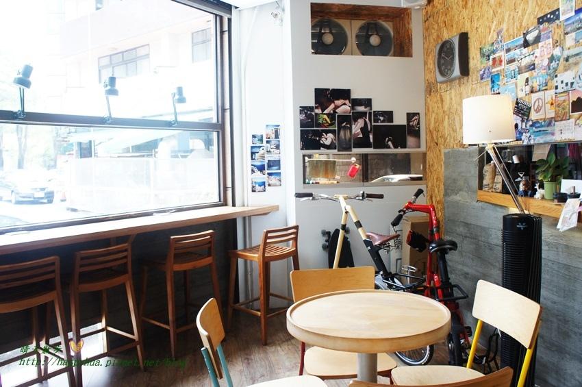 1448327805 1156463776 - [台中早午餐]西區∥Café Sora/Coffee Industry~台中教育大學旁的輕食咖啡館 寬敞舒適明亮的工業風空間 附免費wifi 享受悠閒下午茶