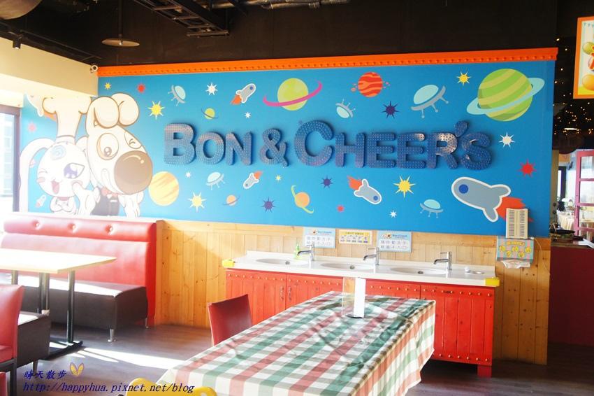 1450397589 1260295710 - [台中親子]西區∥棒恰恰美式歡樂餐廳Bon & Cheer's~金典綠園道的老牌親子餐廳 改裝再出發 大人低消300元 用餐小孩即可進大型球池和家家酒區玩