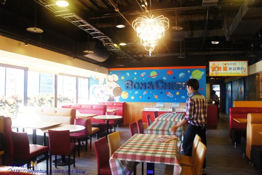 1450397602 4136331098 - [台中親子]西區∥棒恰恰美式歡樂餐廳Bon & Cheer's~金典綠園道的老牌親子餐廳 改裝再出發 大人低消300元 用餐小孩即可進大型球池和家家酒區玩