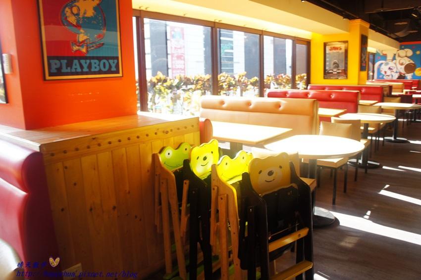 1450397636 3646774047 - [台中親子]西區∥棒恰恰美式歡樂餐廳Bon & Cheer's~金典綠園道的老牌親子餐廳 改裝再出發 大人低消300元 用餐小孩即可進大型球池和家家酒區玩
