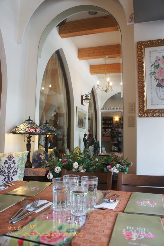 1451810293 741010753 - [台中早午餐]西區∥薔薇蘿拉咖啡館Rose Rora Café~在英式古典風的優雅環境中 彷彿貴婦般享用早午餐或下午茶 崇倫公園對面 路邊有停車格