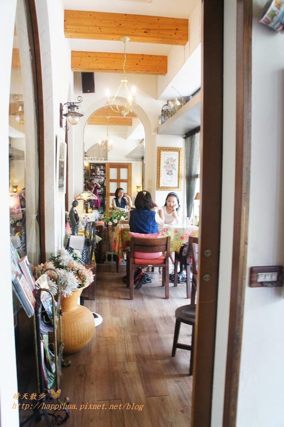 1451810325 775915173 - [台中早午餐]西區∥薔薇蘿拉咖啡館Rose Rora Café~在英式古典風的優雅環境中 彷彿貴婦般享用早午餐或下午茶 崇倫公園對面 路邊有停車格