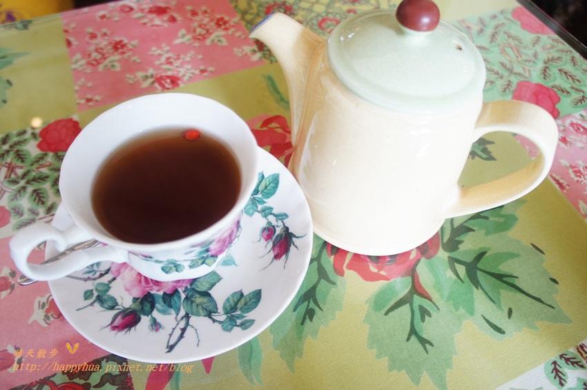 1451810330 2027045226 - [台中早午餐]西區∥薔薇蘿拉咖啡館Rose Rora Café~在英式古典風的優雅環境中 彷彿貴婦般享用早午餐或下午茶 崇倫公園對面 路邊有停車格