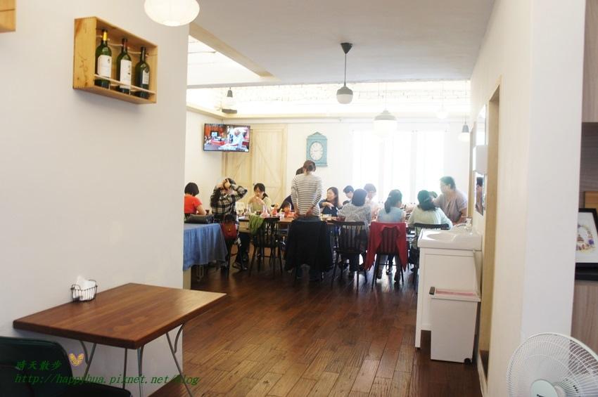1451816051 1511914913 - [台中早午餐]西區∥森製菓the table~充滿麵包香的木質系小餐館 近國美館 綠意盎然舒適悠閒 適合約會也適合聚會