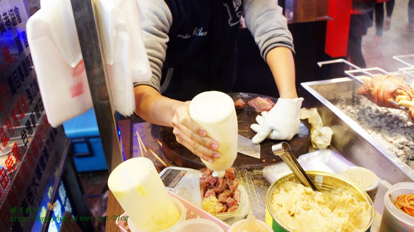 1456054743 840258869 - 【熱血採訪】[台中美食]西屯區∥逢甲夜市慕尼黑德國豬腳~逢甲歡樂星門口的餐廳級美味小吃 炭烤豬腳香氣四溢口感Q嫩 搭配激旨燒鳥二店夢幻調酒 日式風情餐區好享受
