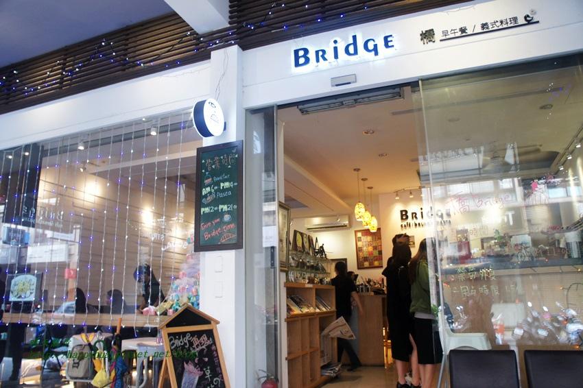 1458908115 578576971 - [台中早午餐]北區∥橋Bridge Café早餐 咖啡 簡餐~一中街夜市裡的平價簡餐咖啡館 提供中西式早點和西式義大利麵、鬆餅 早上六點就開門營業喔