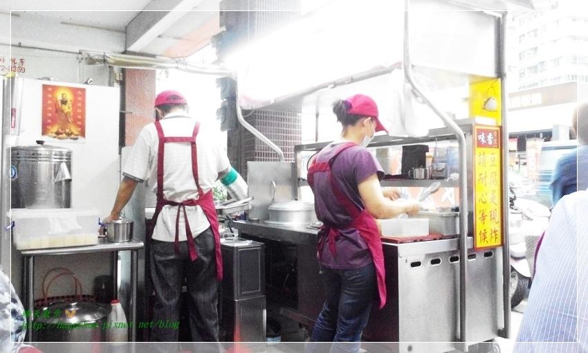 1461392653 1927924136 - [台中美食]南屯∥味香素食臭豆腐~家樂福超市對面 走過路過不會錯過 因為臭豆腐香噴噴 還有台中傳統大麵羹 紅茶免費喝
