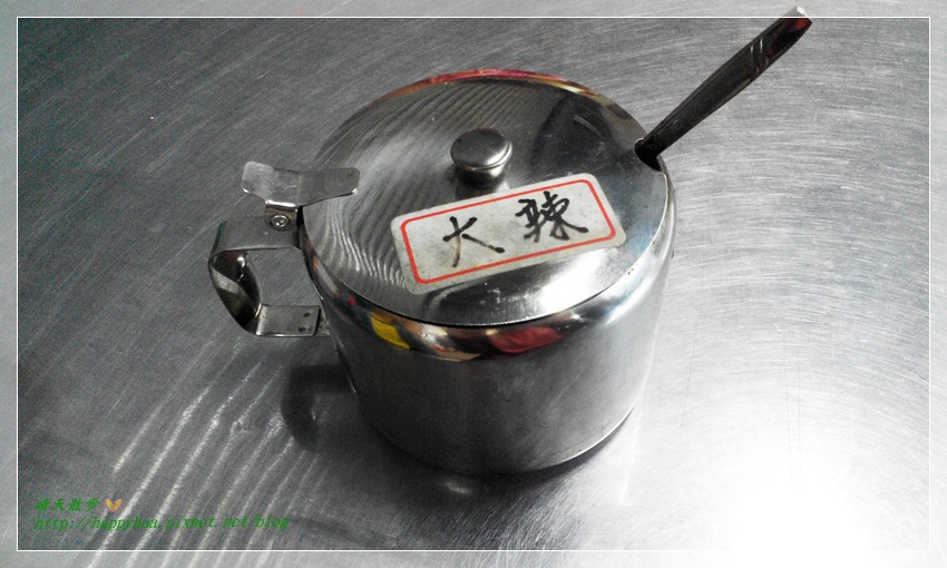 1461392656 2425469450 - [台中美食]南屯∥味香素食臭豆腐~家樂福超市對面 走過路過不會錯過 因為臭豆腐香噴噴 還有台中傳統大麵羹 紅茶免費喝