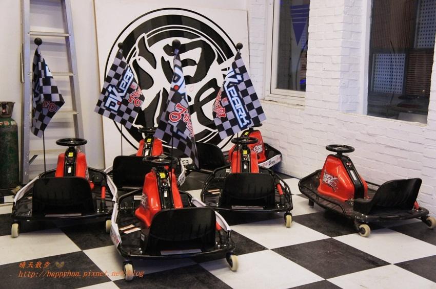 1476701457 3746388649 - 【熱血採訪】[台中美食]北區∥DK PARK X 甜在興~台中第一家賽車主題親子餐廳 日式餐點結合賽車遊戲 一中街玩安全又刺激的室內甩尾車