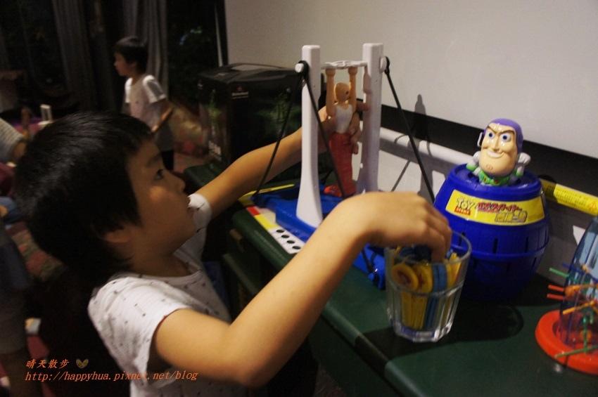 1476701469 3138545391 - 【熱血採訪】[台中美食]北區∥DK PARK X 甜在興~台中第一家賽車主題親子餐廳 日式餐點結合賽車遊戲 一中街玩安全又刺激的室內甩尾車