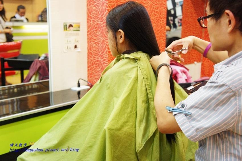 1479218267 1916680122 - [台中]西區∥香港風美髮沙龍~兒童剪髮200元起 兒童剪髮區坐小汽車剪髮看卡通 剪髮捐髮做公益