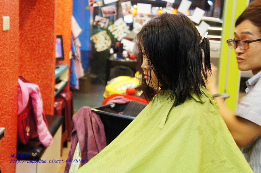 1479218271 1331815699 - [台中]西區∥香港風美髮沙龍~兒童剪髮200元起 兒童剪髮區坐小汽車剪髮看卡通 剪髮捐髮做公益