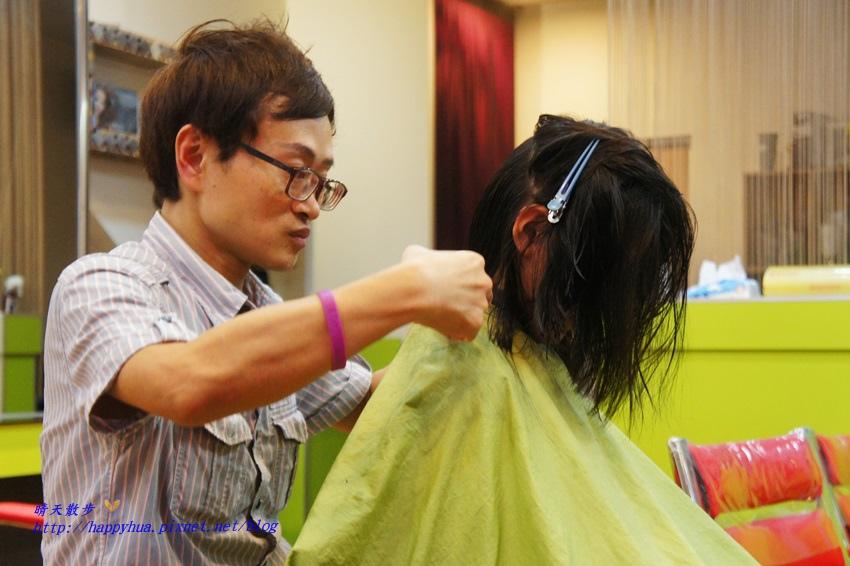1479218273 3942525162 - [台中]西區∥香港風美髮沙龍~兒童剪髮200元起 兒童剪髮區坐小汽車剪髮看卡通 剪髮捐髮做公益