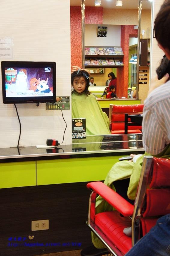 1479218275 2346662987 - [台中]西區∥香港風美髮沙龍~兒童剪髮200元起 兒童剪髮區坐小汽車剪髮看卡通 剪髮捐髮做公益