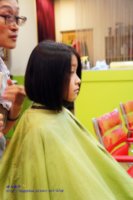 1479218305 3593874736 - [台中]西區∥香港風美髮沙龍~兒童剪髮200元起 兒童剪髮區坐小汽車剪髮看卡通 剪髮捐髮做公益