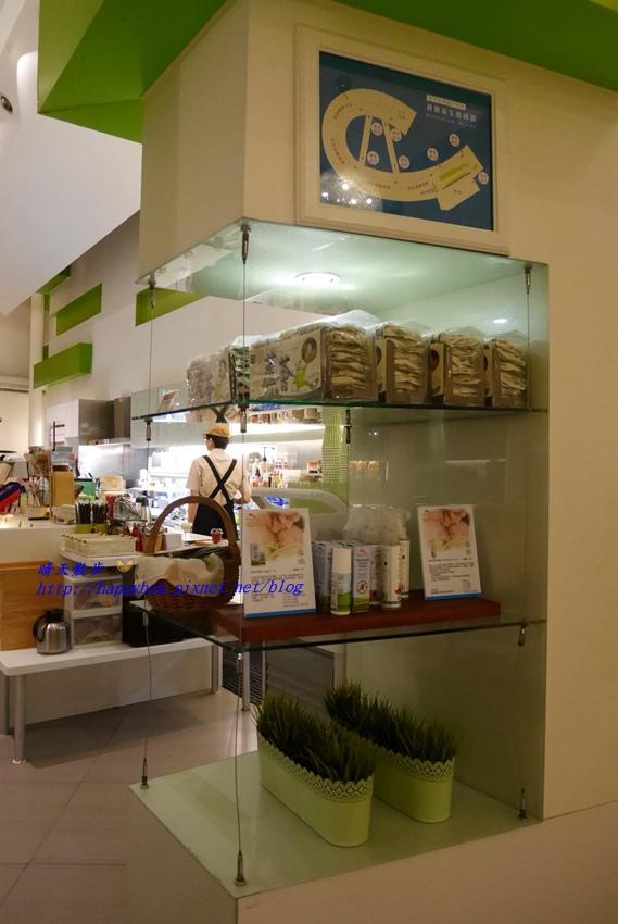 1481373028 3723774071 - 台中下午茶︱梨子咖啡館Pear Coffee中科店~寬敞優雅的親子友善餐廳 美麗豐富的下午茶 白色沙坑小孩最愛