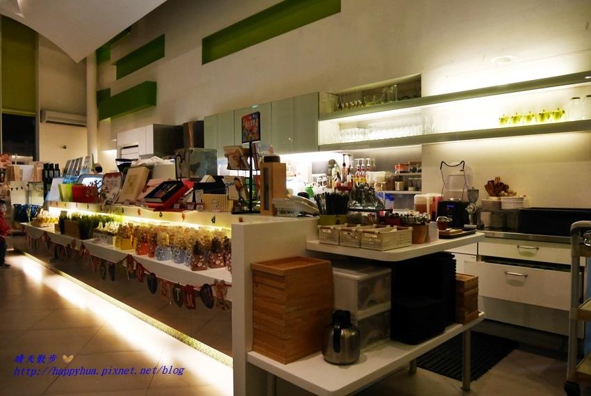 1481373030 3954509328 - 台中下午茶︱梨子咖啡館Pear Coffee中科店~寬敞優雅的親子友善餐廳 美麗豐富的下午茶 白色沙坑小孩最愛