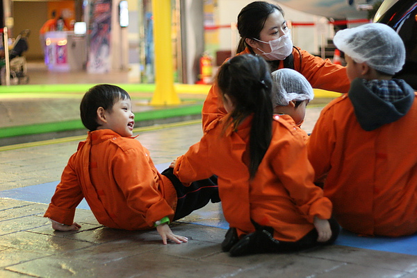 2011.01.14 Baby Boss 職業體驗 (3) 汽車檢修中心.JPG