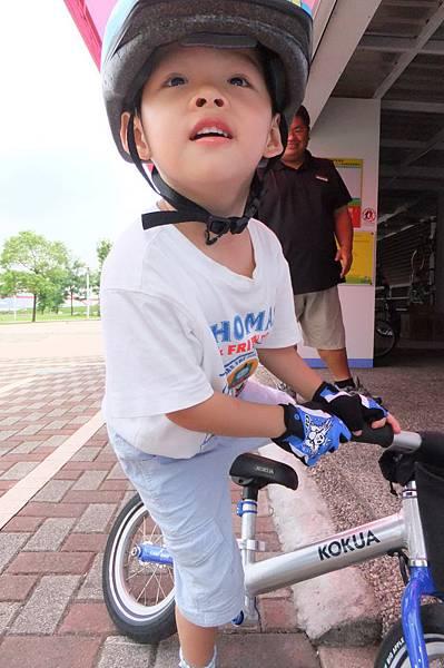 2011.07.02 淡水 金色水岸 騎車 (9).JPG