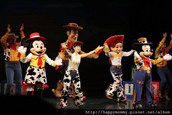 2011.02.28 香港 迪士尼樂園 (15).JPG