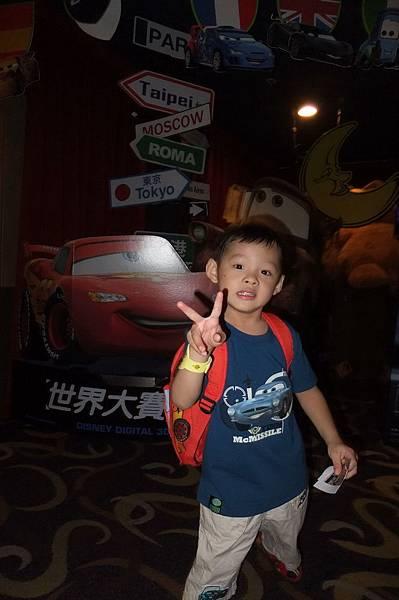 2011.08.17 第一次看電影 (4).JPG