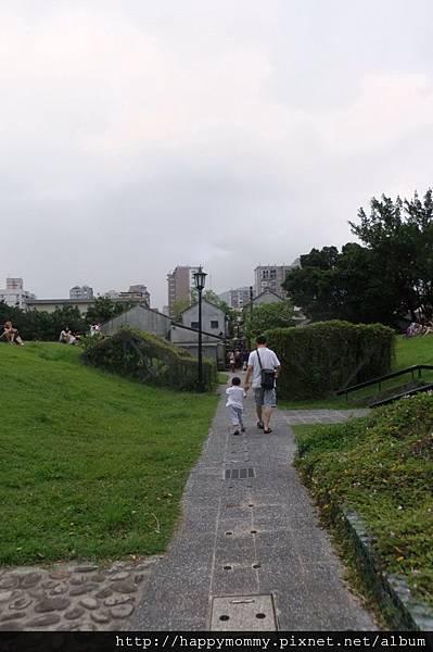 2011.09.18 信義公民會館 四四南村 (41).JPG