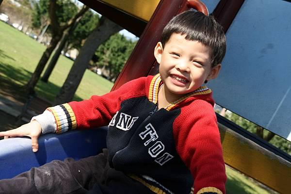 2012.01.17 美崙公園玩耍 騎車 (15).JPG