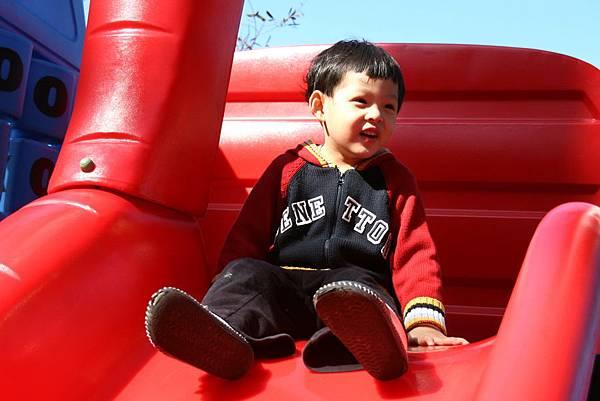 2012.01.17 美崙公園玩耍 騎車 (6).jpg