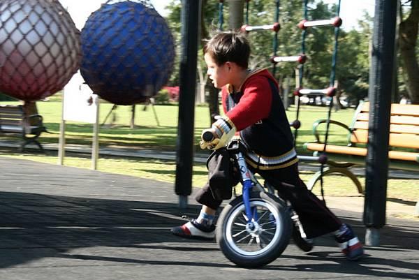 2012.01.17 美崙公園玩耍 騎車 (20).jpg