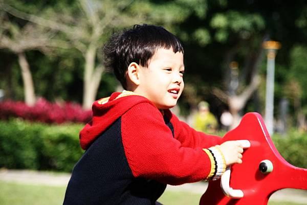2012.01.17 美崙公園玩耍 騎車 (19).jpg